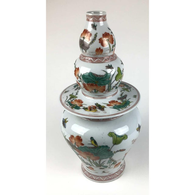 Absolutely gorgeous vase which is unique because the lid can be used as a separate vase and the bottom as another vase....