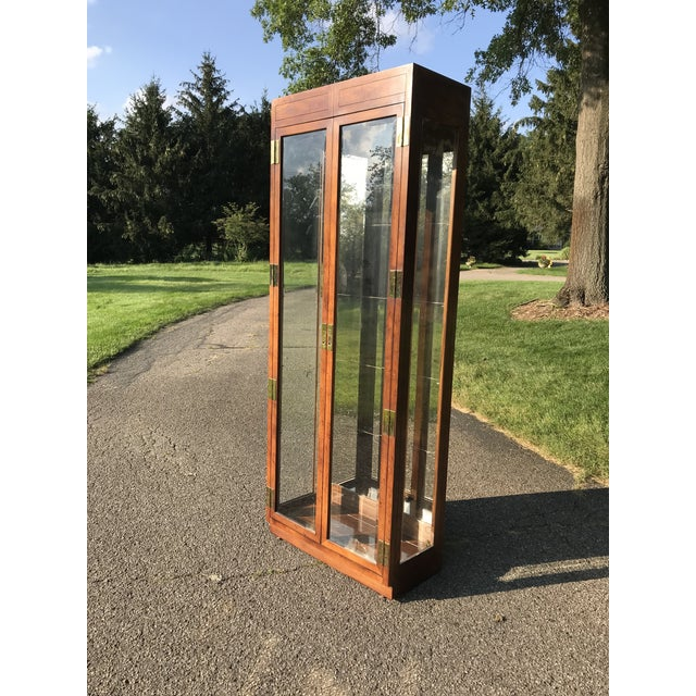 Wry nice display cabinet by Henredon. Solid oak frame with a warm stain. Beveled glass doors and side panels. Glass...