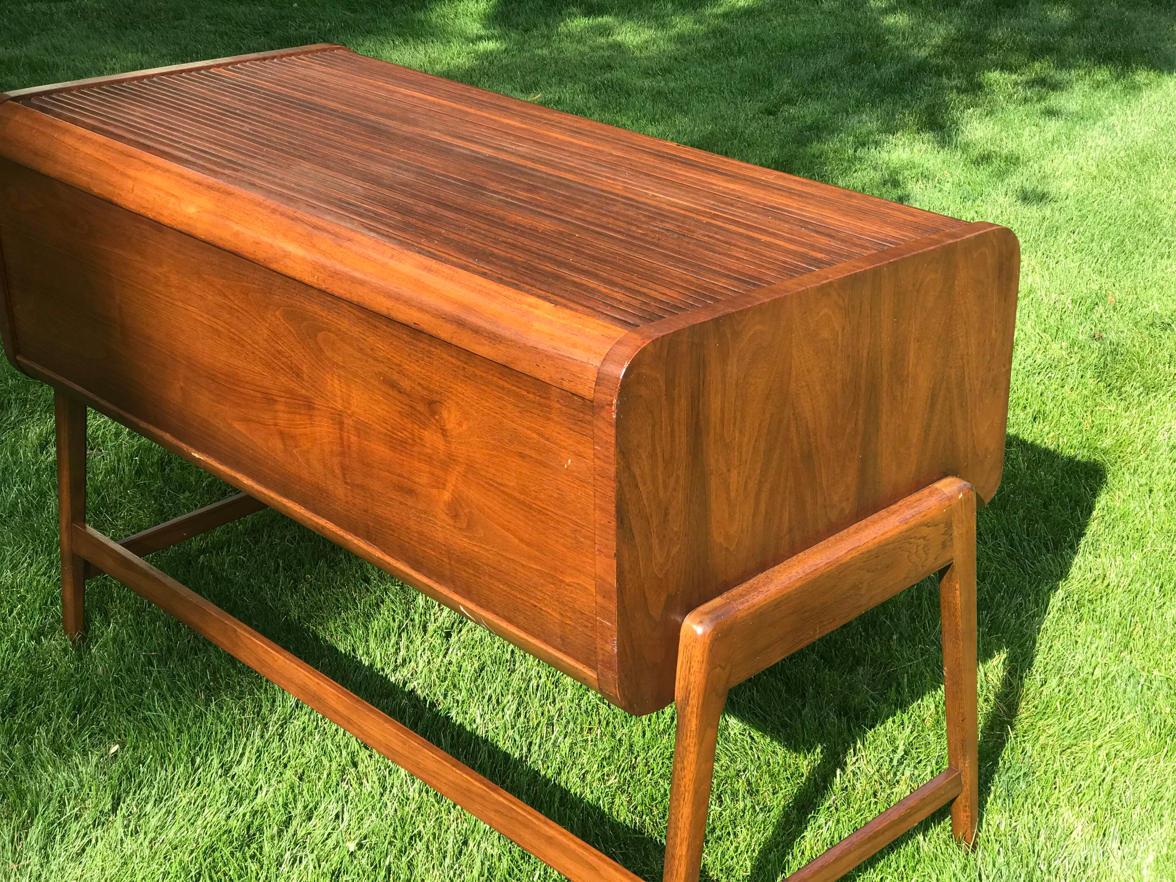 Mid Century Tambour Roll Top Desk By Sligh Lowry. Original Finish  Maintained With New