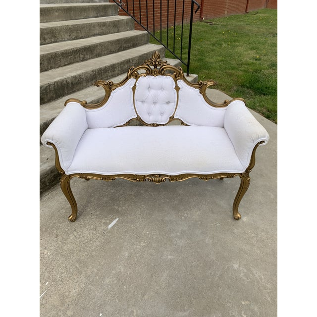 Hollywood Regency Carved Wood and Gold Gilded Settee For Sale - Image 9 of 10