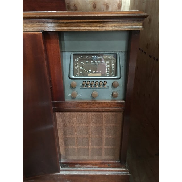 1940s Magnavox Radio and Phonograph Console For Sale - Image 5 of 9