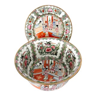 Mid 20th. Century Qianlong Rose Medallion Porcelain Planter & Decorative Matching Plate For Sale