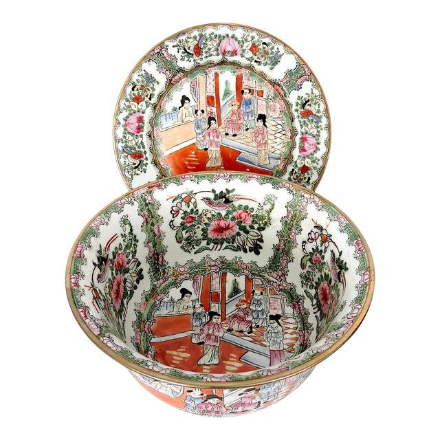 Mid 20th. Century Qianlong Rose Medallion Porcelain Planter & Decorative Matching Plate For Sale
