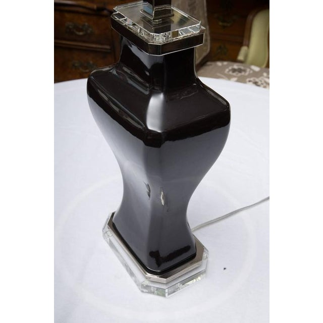 Pair of Contemporary Black Glazed and Lucite Lamps For Sale In West Palm - Image 6 of 7