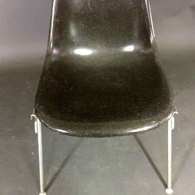 Chrome Six (6) Charles and Ray Eames Fiberglass Shell Chairs, Stacking Base For Sale - Image 7 of 10