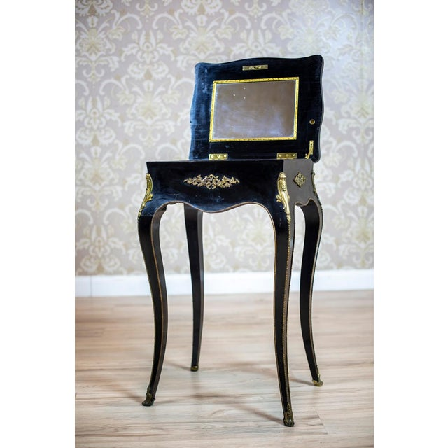We present you a small sewing table. This piece of furniture is placed on bent legs, has a liftable and wavy top, and a...