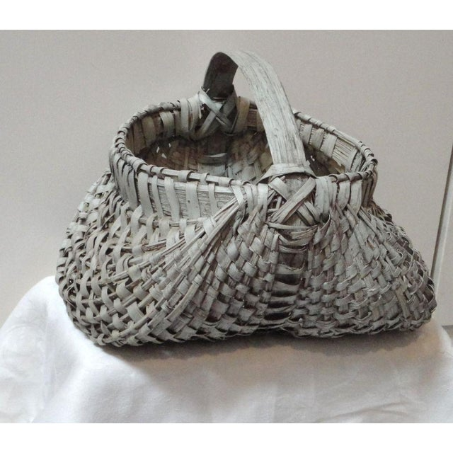 Rustic 19th Century Original Grey Painted Honey Basket from Pennsylvania For Sale - Image 3 of 7