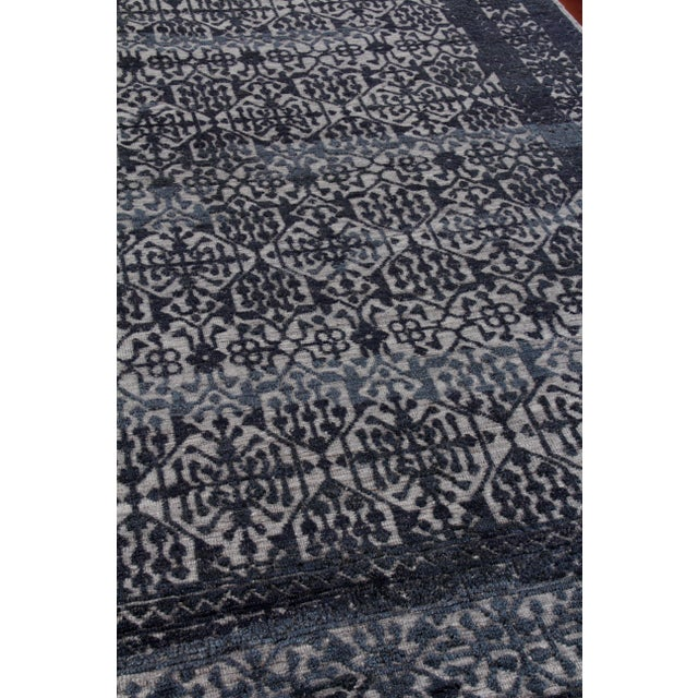 Buckingham Navy Blue Hand knotted Wool Area Rug - 6'x9' For Sale In Los Angeles - Image 6 of 9