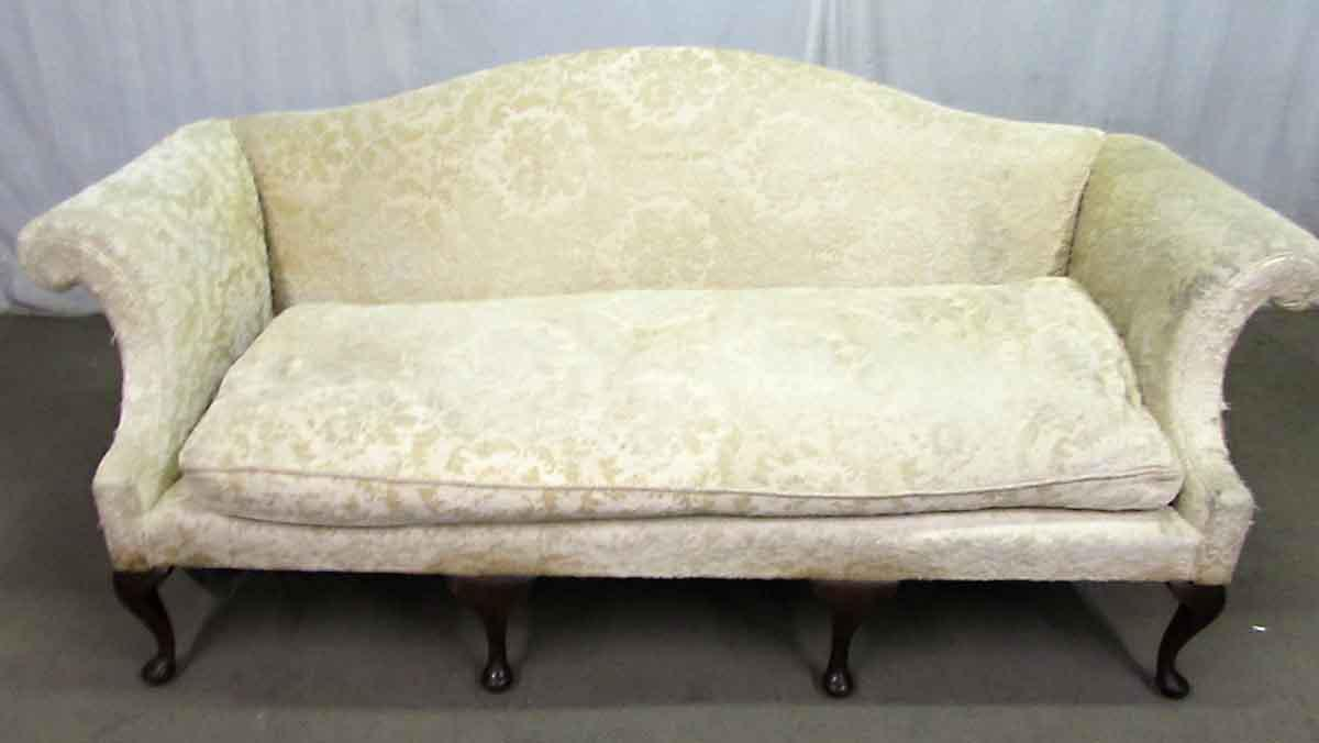 white vintage couch. Vintage White Floral Velvet Sofa - Image 9 Of 10 Couch O
