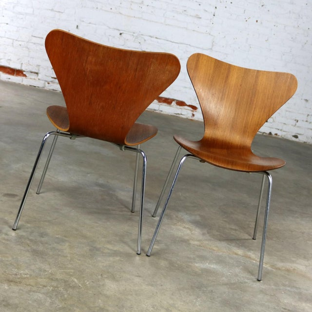 Series 7 Chairs by Arne Jacobsen for Fritz Hansen Vintage MCM Molded Teak a Pair For Sale - Image 6 of 13