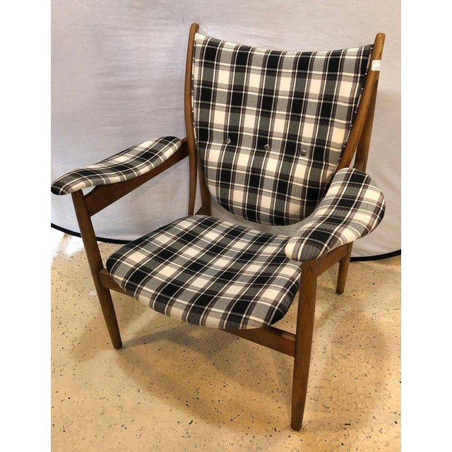 Pair of Mid-Century Modern Style Plaid Fabric Lounge Chairs With Ottomans For Sale In New York - Image 6 of 12