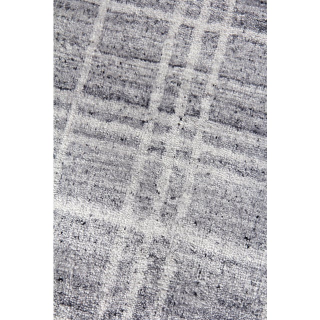 """Modern Cambridge Hand loom Bamboo/Silk Blue/White Rug-14'x18"""" For Sale - Image 3 of 9"""