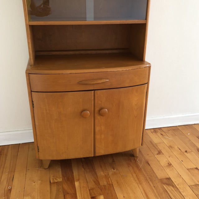 Mid-Century Modern Mid-Century Heywood Wakefield Maple China Cabinet For Sale - Image 3 of 6