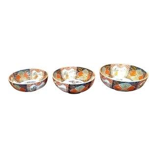 Antique Japanese Imari Porcelain Nesting Bowls - Set of 3 For Sale