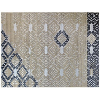 Moroccan Inspired Grey Rug - 4′ × 6′ For Sale