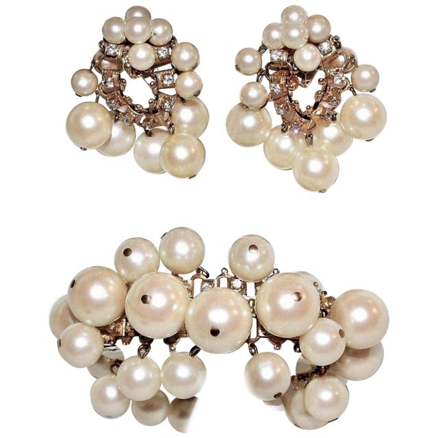 1960s William deLillo Faux-Pearl Bracelet and Earrings For Sale In Los Angeles - Image 6 of 6