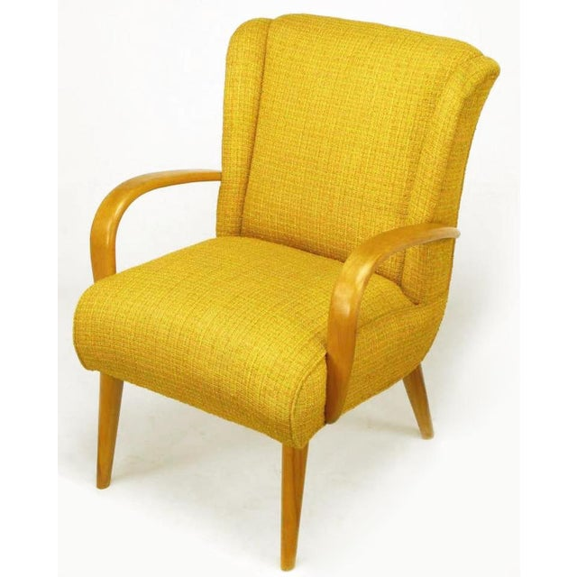 1940s Art Deco lounge chair by Heywood Wakefield. Possibly a Gilbert Rohde design, with maple wood bent arms, tapered...