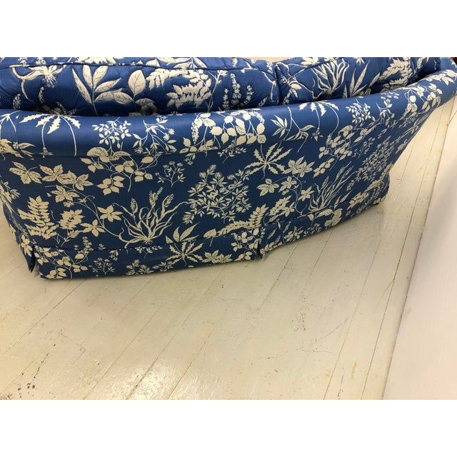 Ethan Allen 1970s Ethan Allen Hollywood Regency Chinoiserie Blue & White Floral Crescent Loveseat Sofa For Sale - Image 4 of 13