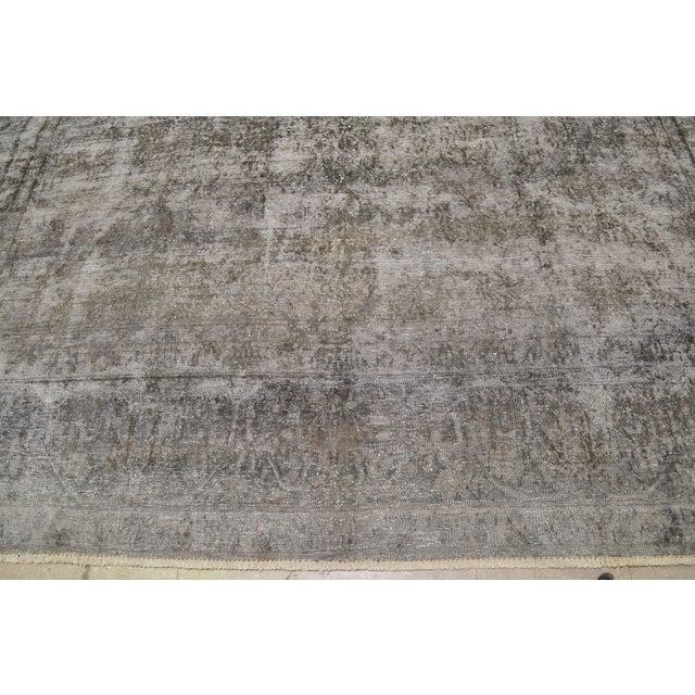 "Boho Chic 1940s Boho Chic Persian Gray Wool Kerman Rug - 9'6""x13'8"" For Sale - Image 3 of 6"