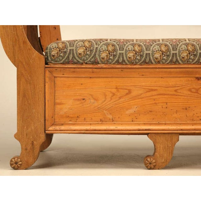 Sumptuous 19th C. Danish Pine Sleeping Bench W/Curves in All the Right Places - Image 8 of 10