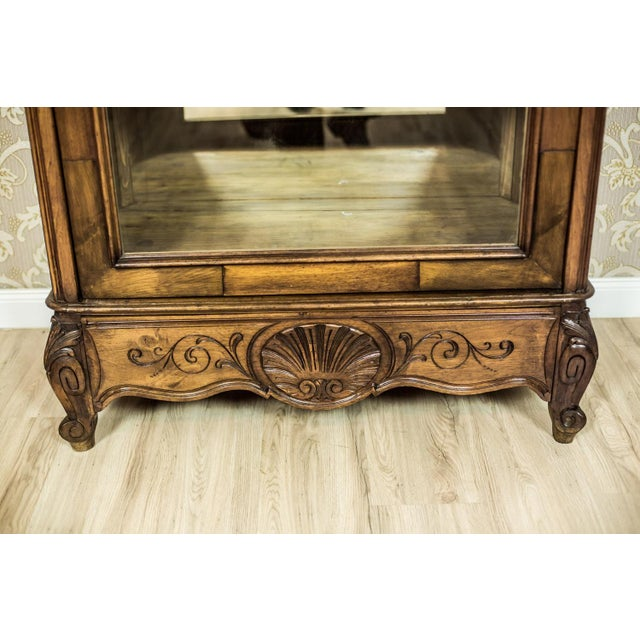Early 20th-Century Walnut Neo-Rococo Showcase For Sale - Image 9 of 11