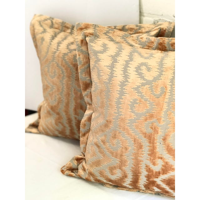 """2010s 24"""" Taupe and Blush Cut Velvet Pillows by Jim Thompson - a Pair For Sale - Image 5 of 10"""
