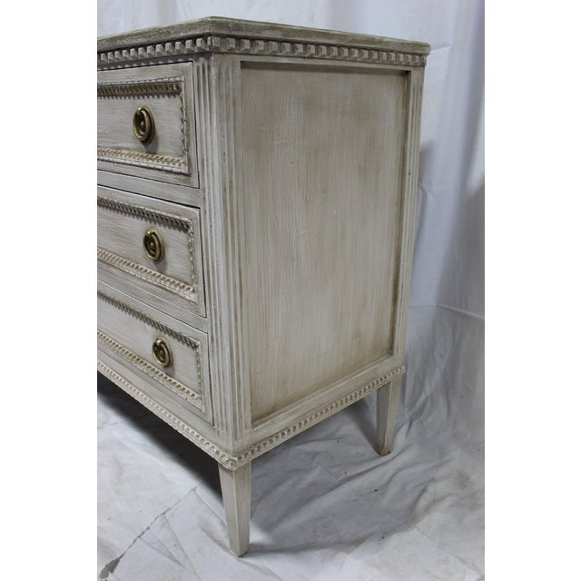 20th Century Beaded Gustavian Gold Leaf Trim Chest of Drawers For Sale In Atlanta - Image 6 of 7