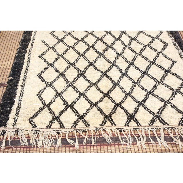 Vintage Moroccan Beni Ouarain White Rug For Sale - Image 4 of 10