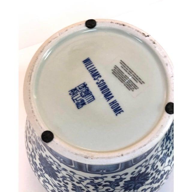 "Blue and White Large Porcelain Ginger Jar With Lid, 16"" Urn For Sale - Image 10 of 12"