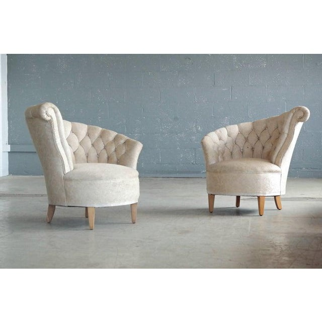 White 1940s Hollywood Regency Asymmetrical Fan Back Tufted Lounge Chair For Sale - Image 8 of 9