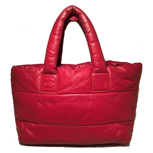 83e1f8f8d37 Contemporary Chanel Red and Navy Puffy Leather Cocoon Tote Bag For Sale -  Image 3 of