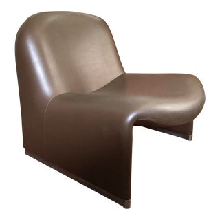 1970s Vintage Giancarlo Piretti for Castelli Brown Vinyl Alky Chair For Sale