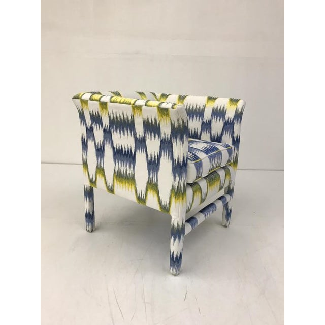 The Catbird Chair is a first quality market sample that features an Blue and Yellow Patterned Fabric with a Springdown...