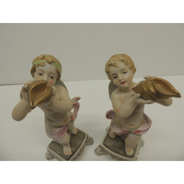 Traditional Pair of Vintage Japanese Exports Bisque Porcelain Cherubs. For Sale - Image 3 of 5