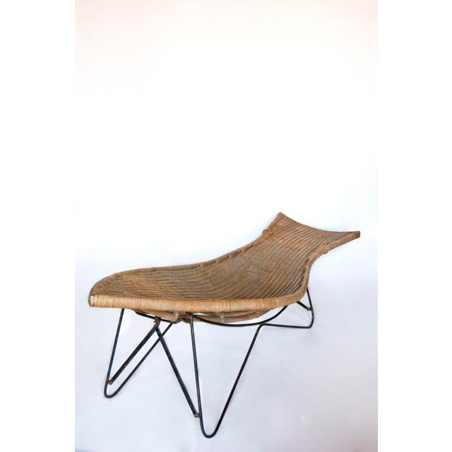Mid-Century Modern Mid Century American Wicker Chaise Lounge Chair For Sale - Image 3 of 3