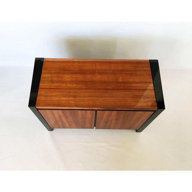1970s Henredon Koa Wood and Black Lacquer Nightstands or Side Tables - A Pair For Sale - Image 5 of 9