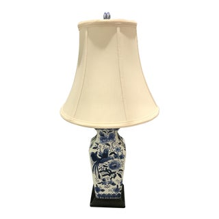 1990s Chinoirserie Blue and White Ceramic Table Lamp For Sale