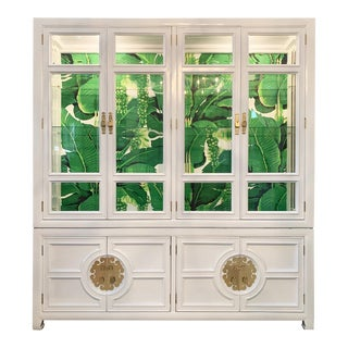 White Lacquered Asian Chinoiserie Lighted Cabinet by Century For Sale