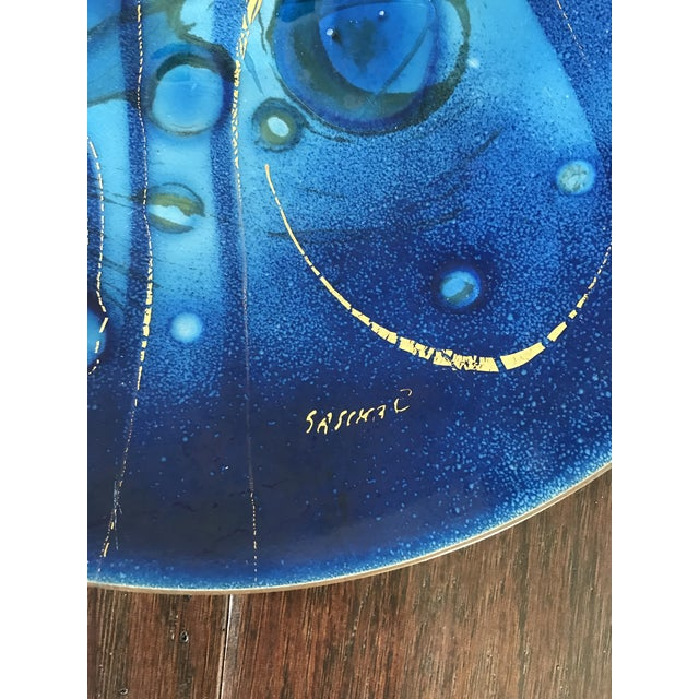 Sascha Brastoff Mid-Century Sascha Brastoff Bright Blue and Gold Plate For Sale - Image 4 of 5