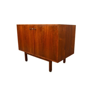 1960s Mid-Century Modern Walnut Bar Cabinet Credenza Entertainment Unit For Sale