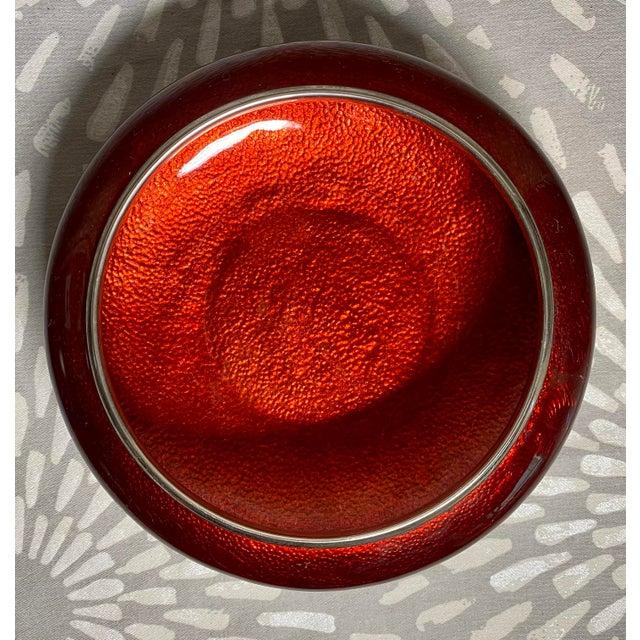 1960s 1960s Sato Cloisonné Pigeons Blood & Silver Lotus Ginbari Vase Bowl For Sale - Image 5 of 9