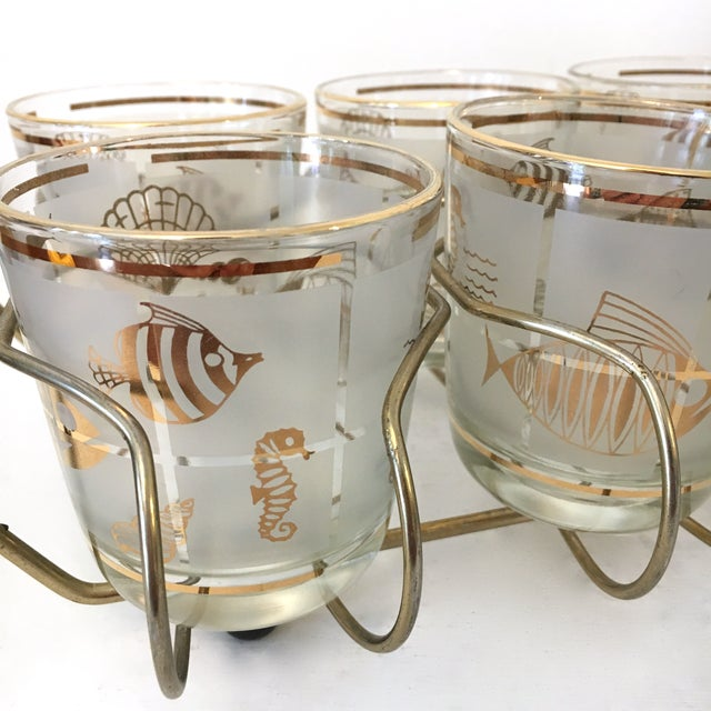 Hollywood Regency Vintage 1960's Libbey Frosted and Gold Sealife Old Fashioned Glasses in Caddy - Set of 8 For Sale - Image 3 of 9
