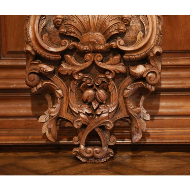 Mid-19th Century French Louis XIV Carved Walnut Wall Bracket With Shell Motif For Sale - Image 4 of 13