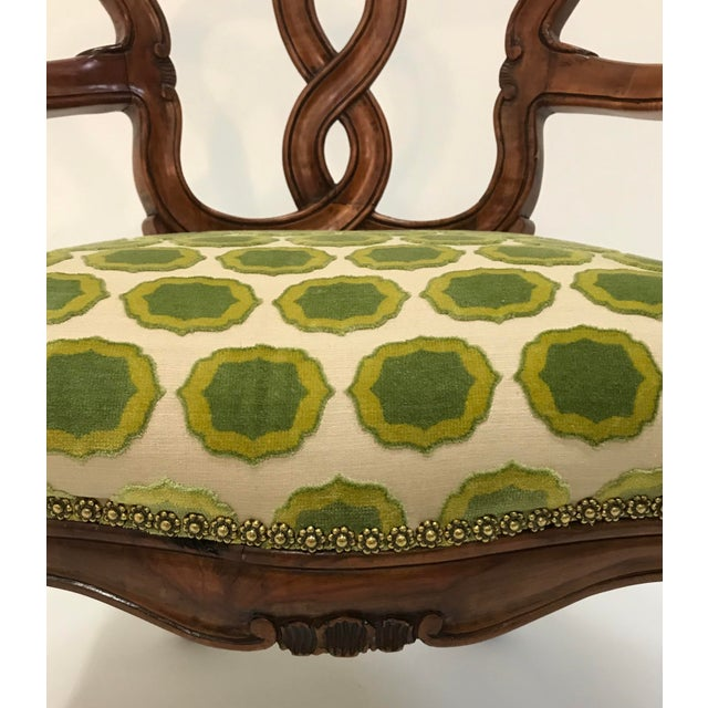 Early 20th Century Hand Carved Satin Wood Italian Vanity Chair Cabriole Leg For Sale - Image 9 of 12