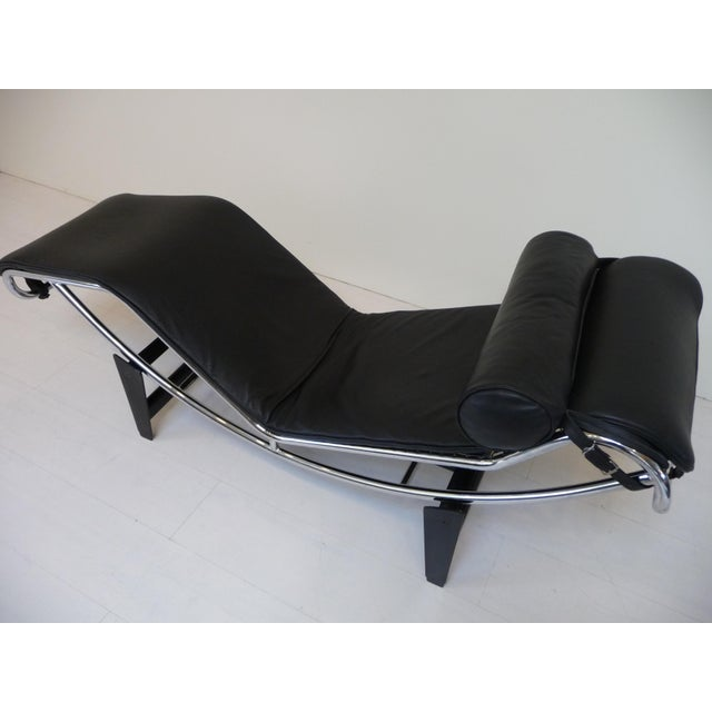 Le Corbusier Lc4 Style Black Leather Chaise Lounge in the Style of Le Corbusier For Sale - Image 4 of 8