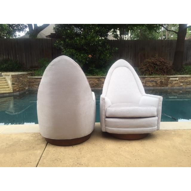 A Pair of Vintage Sculptural Memory Swivel Chairs by Selig Imperial For Sale In Dallas - Image 6 of 12