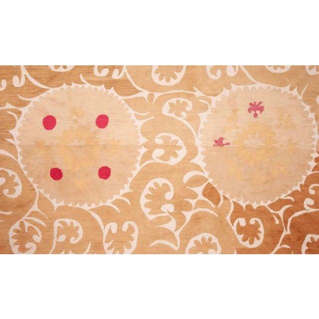 Asian Mid 20th Century Samarkand Suzani Neutral Textile Rug Uzbek For Sale - Image 3 of 7