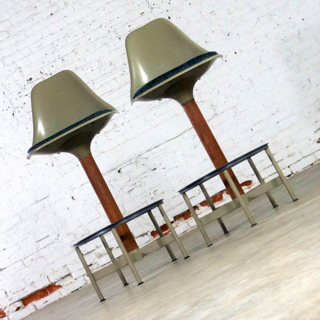 Pair of Burke Swivel Bar Stools Mid Century Modern Fiberglass Shell and Upholstered Seat Pads For Sale - Image 6 of 13