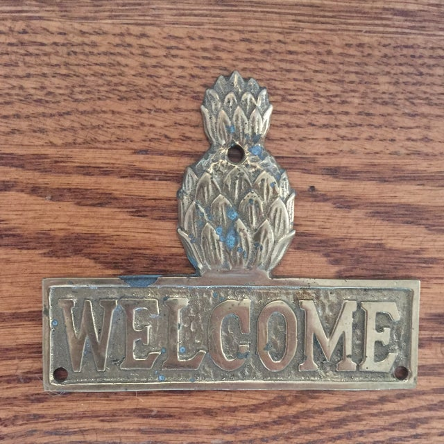 Americana Vintage Hollywood Regency Brass Pineapple Placquard Welcome Sign For Sale - Image 3 of 9
