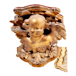 Late 18th-Century Italian Carved Giltwood Cherub Wall Bracket For Sale